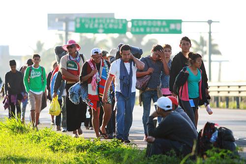 حرکت کاروان مهاجران کشورهای آمریکای مرکزی به سمت مرز آمریکا در مکزیک