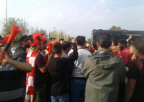 حضور  هواداران پرسپولیس مقابل ورزشگاه آزادی (+عکس)