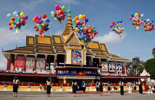 جشن شصت و پنجمین سالگرد استقلال کشور کامبوج از استعمار فرانسه/ پنومپن/EPA