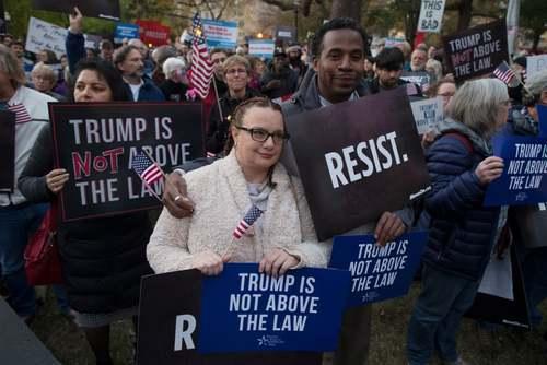 تظاهرات علیه اقدام ترامپ در اخراج وزیر دادگستری آمریکا از کابینه در شهر واشنگتن دی سی آمریکا/EPA