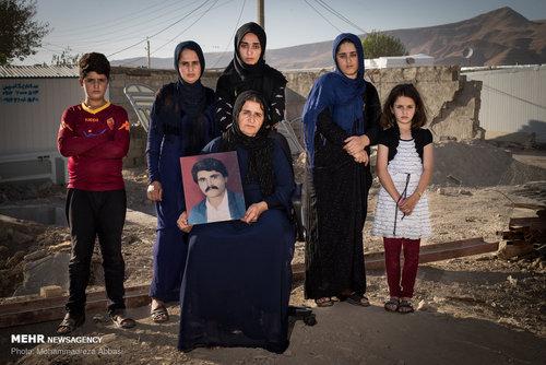 ژنیا قادری ( 7 ساله، دانش آموز) ، کژال قادری (15 ساله، دانش اموز) ، فائزه قادری (18 ساله ، خانه دار) ، شرمین قادری ( 20 ساله، خانه دار) ، محمد قادری ( 10 ساله، دانش اموز) و زینب قادری (44 ساله، خانه دار) خانواده ای هستند که در حادثه زلزله کرمانشاه پدر خود را از دست داده اند و با مشکلات بسیاری روبرو هستند.