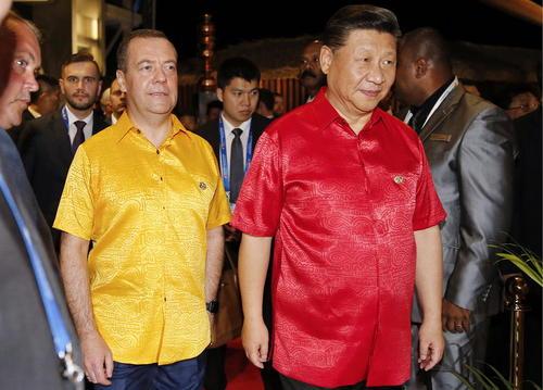 نخست وزیر روسیه در کنار رییس جمهوری چین در مهمانی رسمی نخست وزیر