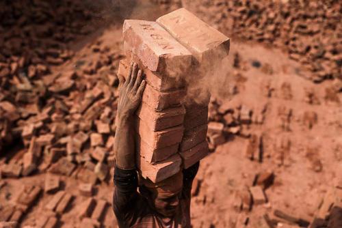 کارگاه آجرسازی در شهر داکا بنگلادش