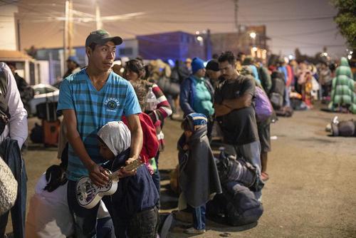 رسیدن هزار مهاجر جدید از کشورهای آمریکای مرکزی به مرز مکزیک و آمریکا