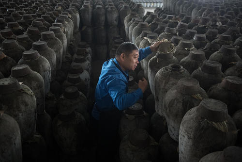 کارگاه روستایی تولید شراب برنج در چین/ شینهوا