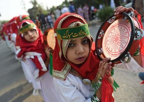 مراسم جشن میلاد پیامبر اسلام (ص) در شهر کراچی پاکستان/ خبرگزاری فرانسه