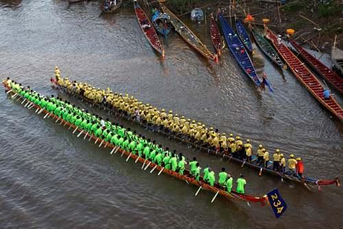 مسابقات سالانه قایقرانی در پنومپن کامبوج/ رویترز
