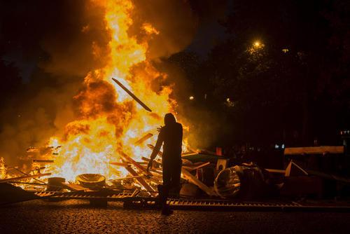 تظاهرات و آشوب در شهرهای فرانسه در اعتراض به افزایش قیمت سوخت/ پاریس