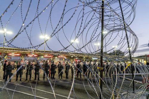 سربازان مرزبانی ارتش آمریکا مستقر در مرز با مکزیک/ خبرگزاری آلمان