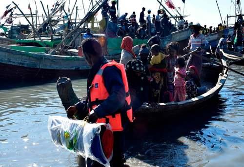 بازگرداندن حدود 100 پناهجوی مسلمان میانماری عازم مالزی به استان راخین میانمار/ خبرگزاری فرانسه