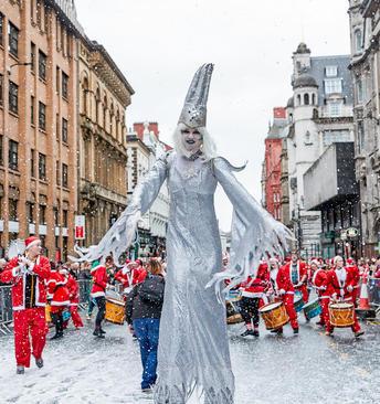 جشنواره بابانوئل ها در لیورپول بریتانیا