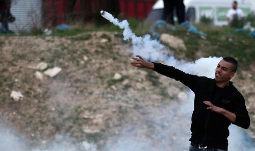 تظاهرات ضد اسراییلی جوانان فلسطینی در شهر نابلس در کرانه باختری