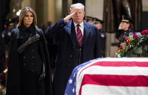 ادای احترام مقامات ارشد آمریکا به پیکر