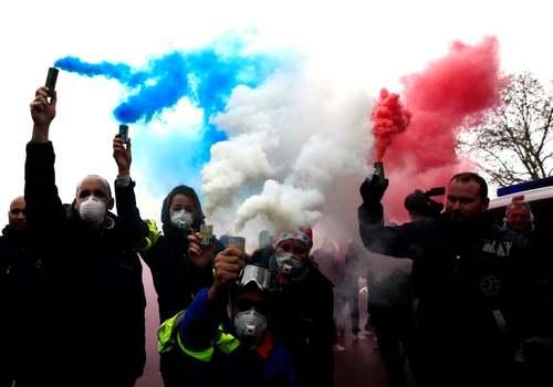 تظاهرات و اعتصاب رانندگان آمبولانس در شهر پاریس فرانسه/ رویترز و آسوشیتدپرس