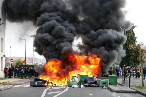 تظاهرات دانشآموزان و دانشجویان در