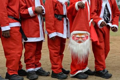 جشنواره بابانوئلها در مدرسهای در هندوستان/ خبرگزاری فرانسه