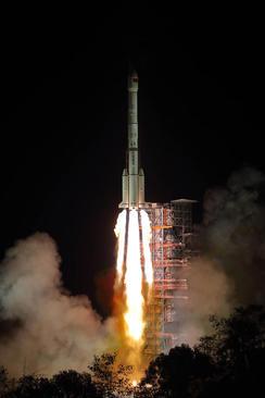 پرتاب ماهواره چین به فضا از پایگاه فضایی سیچوان/ شینهوا
