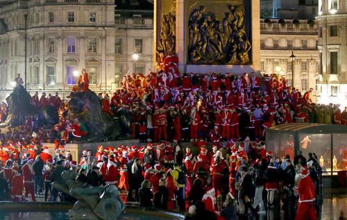 جشنواره بابانوئلها در میدان