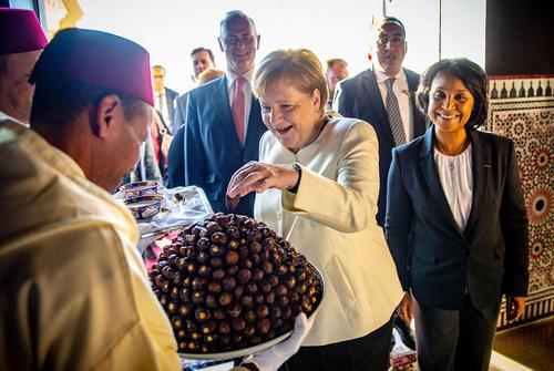 استقبال از صدراعظم آلمان در مراکش. آنگلا مرکل برای شرکت در یک کنفرانس سازمان ملل درباره مهاجران به مراکش سفر کرده است./ خبرگزاری آلمان
