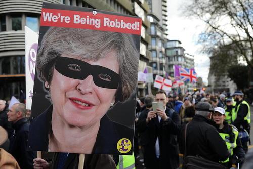 تظاهرات یک گروه راستگرای طرفدار خروج بریتانیا از اتحادیه اروپا در مرکز لندن
