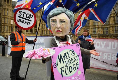 تظاهرات مخالفان نخست وزیر بریتانیا علیه قرارداد او درباره خروج بریتانیا از اتحادیه اروپا در مرکز شهر لندن