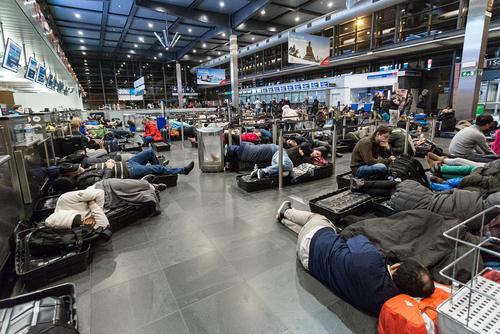 لغو پروازهای فرودگاه شهر بروکسل به دلیل شرایط نامساعد جوی