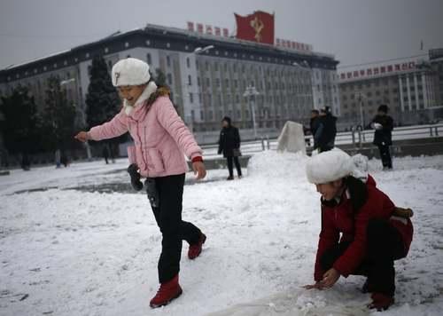 برف بازی در میدان