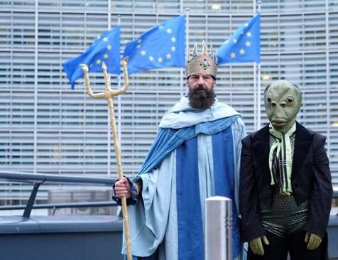اعتراض فعالان محیط زیست در حاشیه نشست مسئولان کشاورزی و ماهیگیری اتحادیه اروپا در مقابل ساختمان شورای اروپا در بروکسل