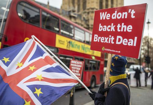تظاهرات مخالفان خروج بریتانیا از اتحادیه اروپا در مقابل پارلمان در لندن