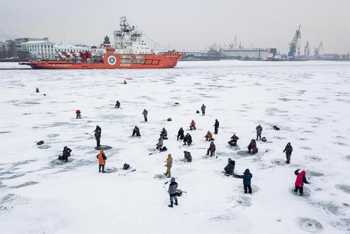 ماهیگیری از رود یخزده در