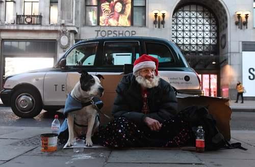 یک کارتن خواب 56 ساله اسکاتلندی که پس از مرگ پسرش و جدایی از شریک زندگی خود 8 سال اخیر را در خیابانهای شهر لندن زندگی میکند.