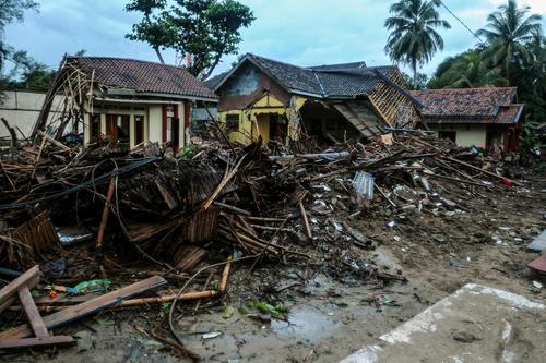 ویرانههای سونامی اخیر در اندونزی