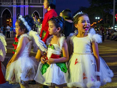 جشن کریسمس در کلیسایی در تایلند
