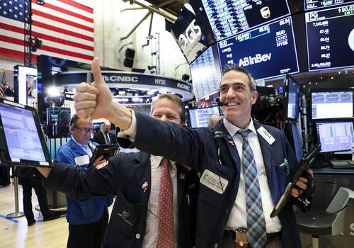 شادمانی بورسبازان نیویورکی از بهبود نسبی شاخصهای بورس نیویورک پس از چند روز افت و سیر نزولی/ شینهوا