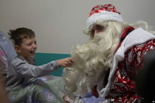 عیادت یک بابانوئل از بیمارستان کودکان در مسکو/ آسوشیتدپرس