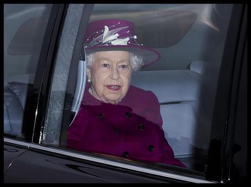 حضور ملکه بریتانیا در مراسم یکشنبه کلیسا در منطقه