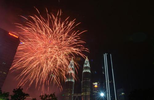 آتش بازی شب سال نو در شهر کوالالامپور مالزی