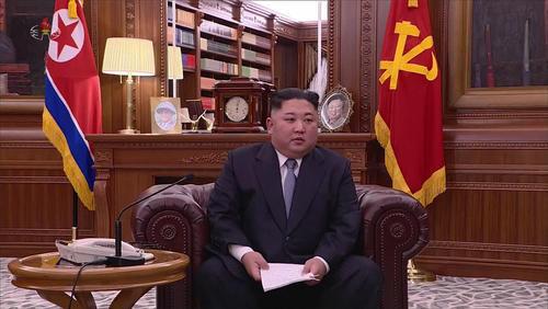 رهبر کره شمالی در حال ضبط پیام تلویزیونی خود به مناسبت سال نو میلادی/ یونهاپ
