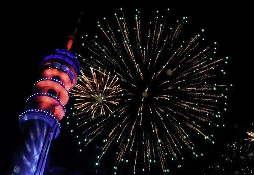 آتشبازی شب سال نو میلادی در بغداد/ شینهوا