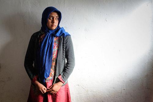 صفیه ابراهیمی ۲۴ سال دارد. ۱۶ سالگی ازدواج کرد و نتوانست درسش را ادامه دهد. بزرگترین آرزوی صفیه اینست که دختر بزرگش درس بخواند