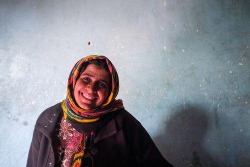 شهربانو نادی ۳۹ سال دارد. ۵ فرزند دارد. زندگی را با پول یارانه میگذراند