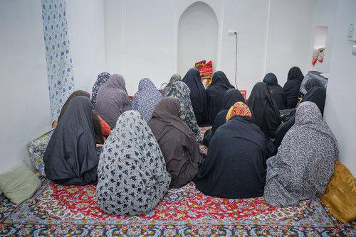 : زنان روستای بُجد هر یک شنبه و سه شنبه برای ختم قرآن دور هم جمع میشوند و علاوه بر خواندن قرآن، دیداری جمعی تازه میکنند