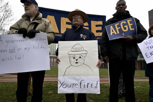 تظاهرات علیه تعطیلی موقت دولت فدرال آمریکا در شهر فیلادلفیا ایالت پنسیلوانیا آمریکا