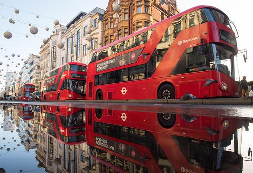 خیابان آکسفورد لندن پس از یک باران شدید