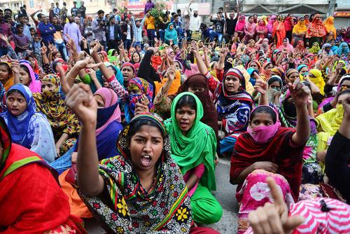 تظاهرات کارگران صنعت پوشاک بنگلادش برای افزایش دستمزد/ داکا/ خبرگزاری فرانسه