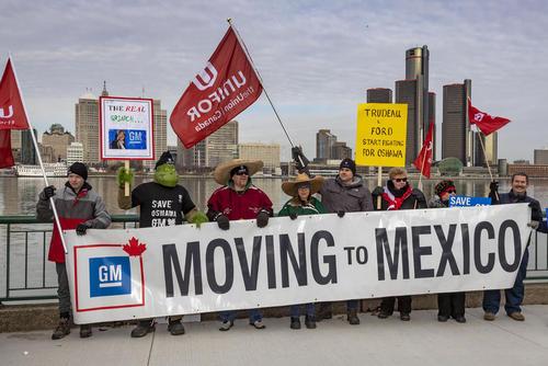 تظاهرات گروهی از کارگران شرکت