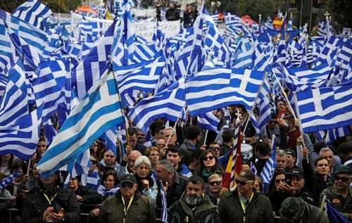 تظاهرات هزاران یونانی در مقابل پارلمان یونان علیه توافق دولت یونان با کشور مقدونیه بر سر نام