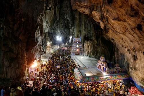 گردهمایی هندوها در معبد غارهای