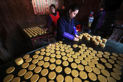 پخت کیک برنجی برای سال نوی چینی/ چین