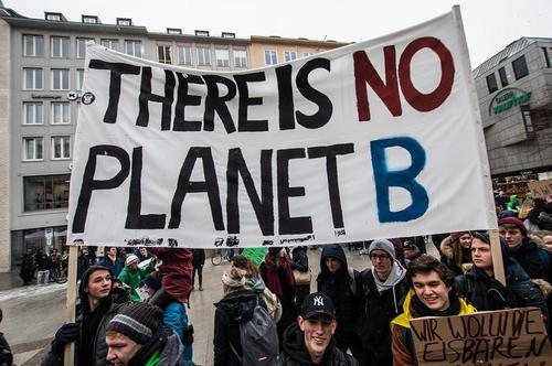 تظاهرات دانشآموزان و دانشجویان در شهر مونیخ آلمان درباره خطرات تغییرات اقلیمی